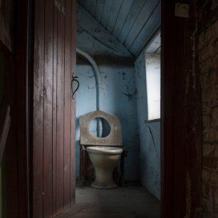 Granary Toilet | Matt Emmett