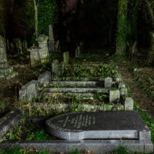 Photographic Workshop on Light Painting at the Wisbech General Cemetery | Robert Stoppard