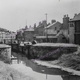 View from East bank of Canal looking South away from River Nene at Canal Lock in rear of Horsefair